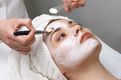 Les métiers qui recrutent dans l'esthétique et la cosmétique